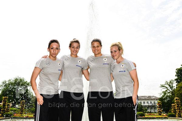 Fotoshooting DFB-Frauen: Nadine Keßler, Lena Lotzen, Dzsenifer Marozsán, Svenja Huth   © Karsten Lauer