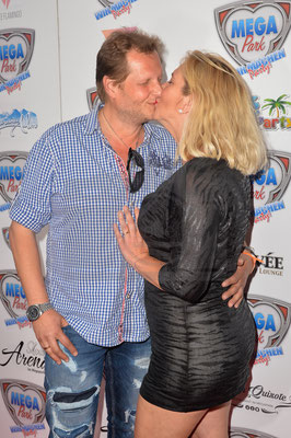 Jens Büchner mit Ehefrau Daniela beim Megapark Opening 2018. Foto: Karsten Lauer