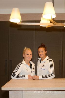 Lena Lotzen und Leonie Maier beim Fotoshooting im Hilton Hotel in München. © Karsten Lauer