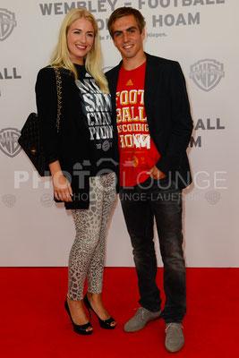 """Philipp Lahm mit Ehefrau Claudia bei der Filmpremiere von """"Wembley - Football Is Coming Home"""""""