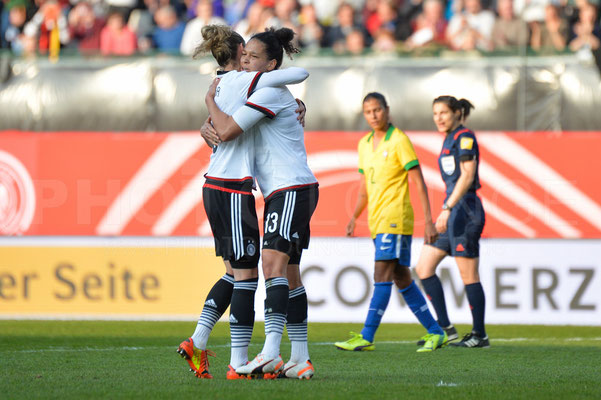 Simone Laudehr und Celia Sasic - Deutschland vs Brasilien 4:0 - Fotograf Karsten Lauer / www.photolounge-lauer.de