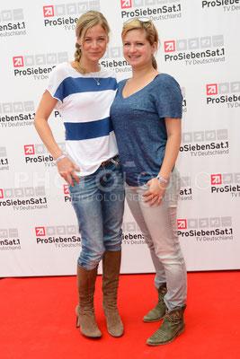 """Jessica Ginkel und Josephine Schmidt bei der """"Deutsche Fiction Brunch 2013"""" der ProSiebenSat.1 TV Deutschland im Café Reitschule auf dem FILMFEST MÜNCHEN am 03. Juli 2013."""