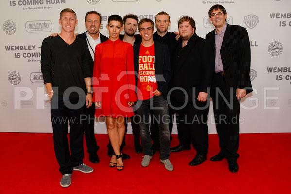 """Bastian Schweinsteiger, Philipp Lahm, René Hiepen, Frida Gold & Ralf Grengel bei der Filmpremiere von """"Wembley - Football Is Coming Home"""""""