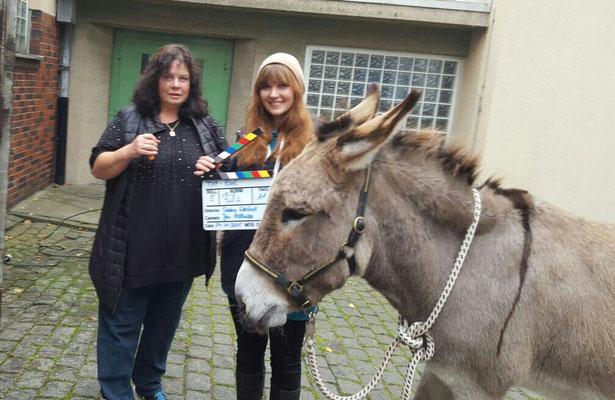 """Filmesel Sandor bei Dreharbeiten zur TerraX Produktion """"Esel als Wolfsabwehr"""""""