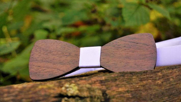 Holzfliege aus Walnussholz Classic White