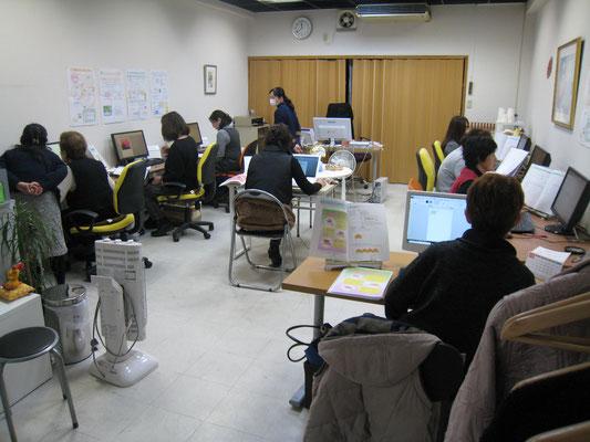 堺市にお住いの生徒さんがパソコン教室で学ばれています