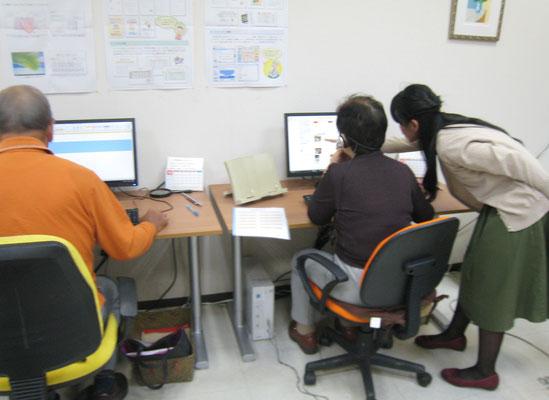 パソコン教室でユーチューブを楽しまれています
