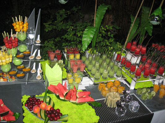 Buffet de fruit et cocktails de fruits frais