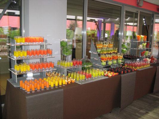 Jus de fruits et crudités sur buffet au Radisson blu Hôtel Toulouse