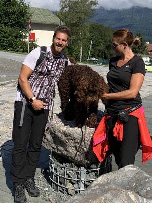 Bradley (er zeigt mal wieder seine wunderschönen Locken) mit Karin und Garry