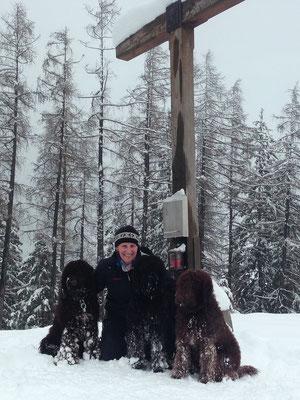 Alex erklimmt mit Mama Glori und Tante Héloise seinen ersten Gipfel, das Juffinger Jöchl (1.181m)