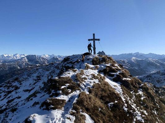 Geschafft, die letzten Meter bis zum Gipfelkreuz