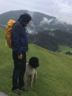 Wetterfeste Hunde haben wetterfeste Hundeführer