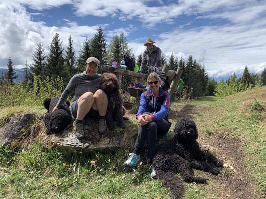 Kleine Barbetfamilie unterwegs in den Kitzbüheler Alpen