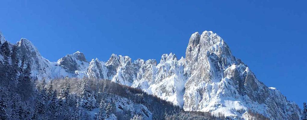 Eisige Winterwelt im Kaisertal