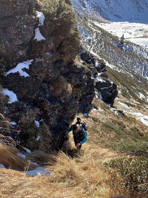 Wegloses, extrem steiles Gelände....... im westlichen Gipfelaufbau