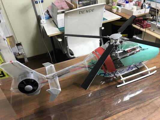 内装は完成、飛行のインプレッションは実機感満点でした。私と同じ実機のヘリ整備士であるラジコン友達の友人もワ~実機みたいだ!と、、、。この後いよいよ外装塗装に入ります。