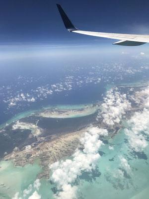 アトランタからドミニカ共和国に向かう機内からの景色。絶句する美しさです。