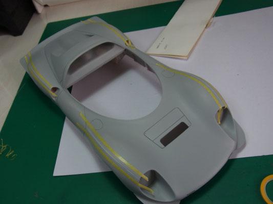 ランナーの両サイドをマスキングテープで保護。