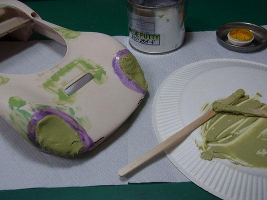 フィニッシャーズのパテで凸型を製作。
