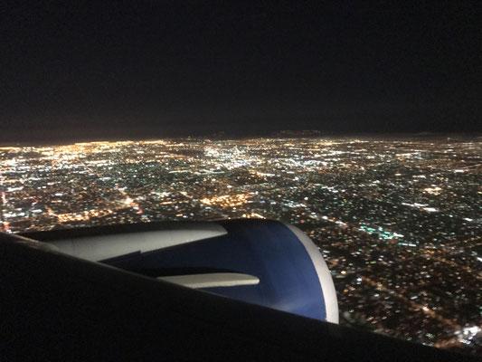 主な仕事が終わりニューヨークからロサンジェルスへ向かう機内。あと3日程で帰国です。