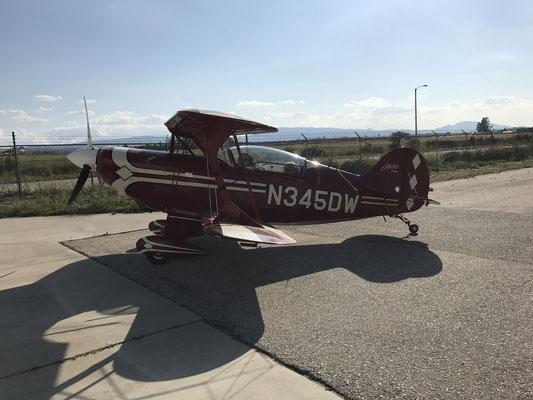 エンジンの振動確認の為、有名なアクロバティックパイロットDennis K  Brownにタキシングしてもらい機体の振動を確認中です。今回は、フライトは出来ませんでしたがタシシング、神業でした。