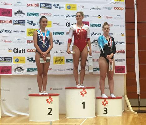 Podium de la catégorie Open Dames; Aurélie Cury vice-championne suisse derrière Fanny Chilo
