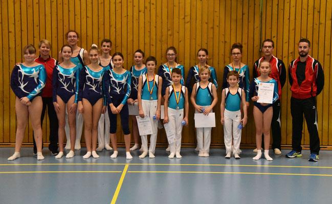 Gymnastes du club en lice à Genève et leurs entraineurs