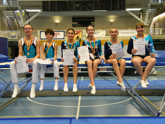 Nicolas Altenried, Théo Scaletta, Maeva Vurlod, Pauline Filliettaz et Chloé Nicolet, médaillés en National U13, U15 et National B