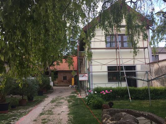 Mai 2018: Das Haus wird verputzt