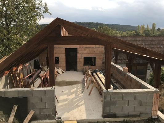 Die Dachkonstruktion wurde aufgestellt.