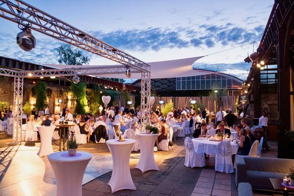 Open-Air Hochzeit im Biergarten der HALLE Tor 2.
