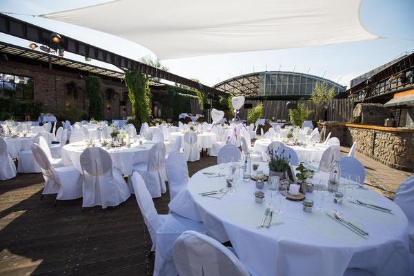 Open-Air Hochzeitsfeier im Biergarten der HALLE Tor 2.