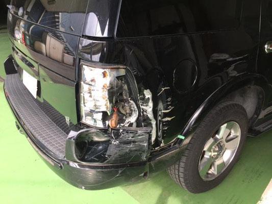 フォードエクスプローラー右リヤ廻り 大破の損傷画像