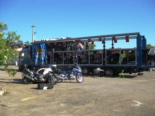 Die Motorräder werden bereits nach und nach aufgeladen