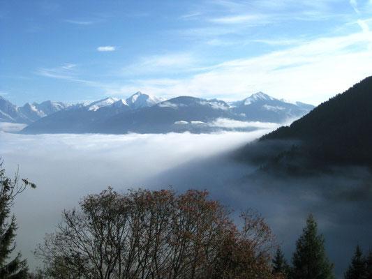 Über den Wolken.... auf dem Furkelpass muss ich bei eisiger Kälte mit offenem Visier fahren. Es hat sich aber gelohnt