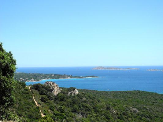Wir halten an zur schönen Aussicht am Port Capriccioli