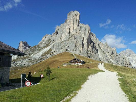 Die Auffahrt zur Hütte auf dem Passo Giau
