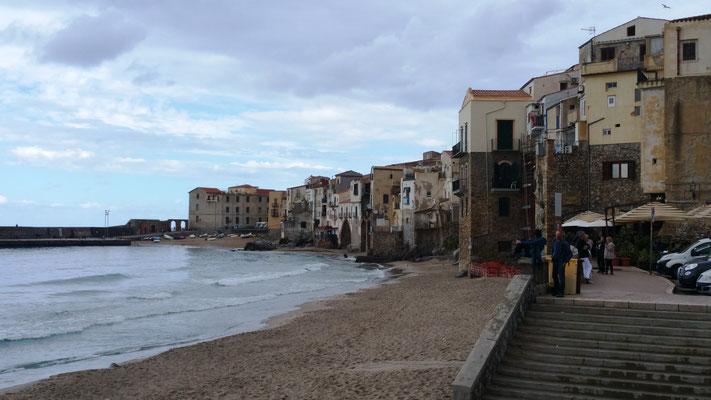 Die Strandpromenade von Cefalu - hier hat es geregnet