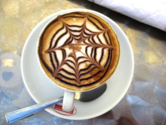 Multo bene, der Café der Italiener!
