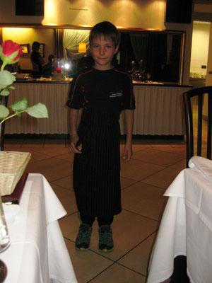Am Abend bedient uns der Michael (so groß ist er schon) beim Ladinischen Dinner