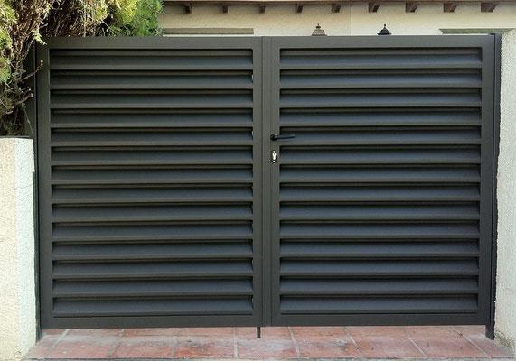Puerta veneciana 2 hojas lacada gris oxirón