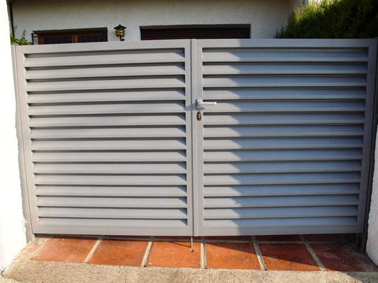 Puerta veneciana 2 hojas lacada gris plata
