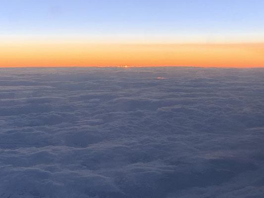 ロシア上空での日の出