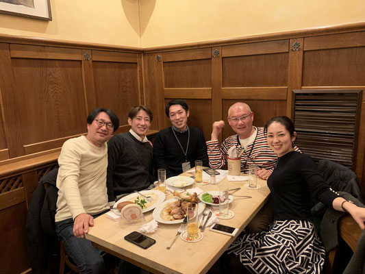 ケルン最後の夜はZTM大川氏とケルンの歯科医院で歯科衛生士として活躍する小野寺さんと