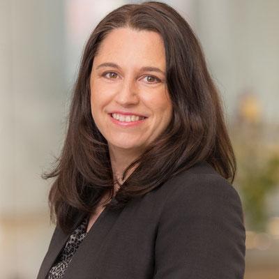 Frau Gabriella Kiss / Grundlagen zur Digitale Organisation & Richtige Organisation zum Digitalen Unternehmen