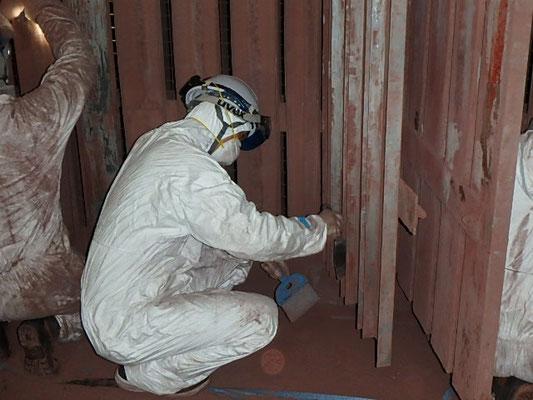 塗装ブース清掃作業