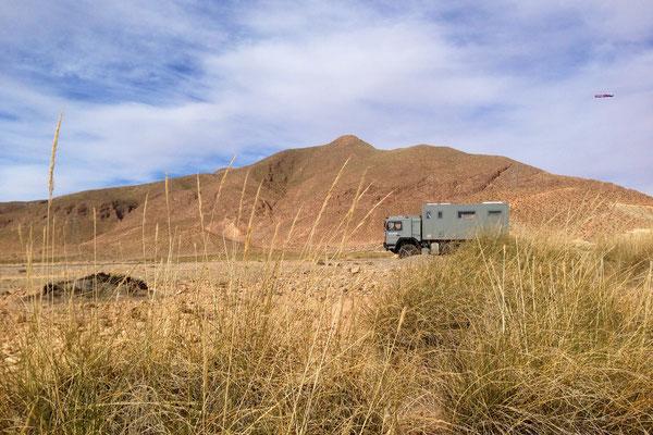 Mit dem Expeditions-LKW, Allrad-Expeditions-Fahrzeug von Toe-Experience durch das Atlas-Gebirge in Marokko. Unendliche Weiten mit fantastischen Ausblicken.