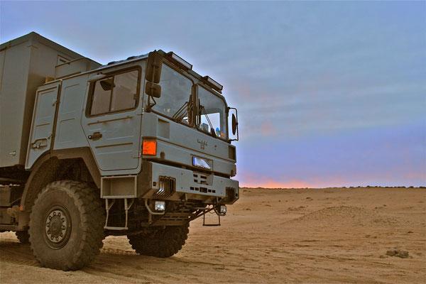 Wüstenschiff, Offroad-LKW, Expeditionsfahrzeug mit Allrad-Antrieb von-Toe-Experience macht Weltreisen Spass. Sicherheit und Komfort im Reisemobil