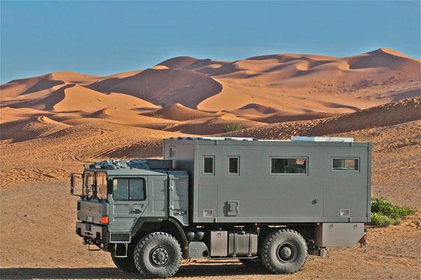 MAN-Expeditionsmobil, Weltreisemobil von Toe-Experience in Marokko mit KCT-Doppelglas-Fenster-kratzfest-einbruchhemmend-Sonnenschutz-Verglasung-und-Verdunklungsrollos